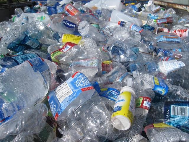 環境問題の一つ、廃棄ペットボトル